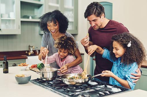 Você costuma cozinhar em família?